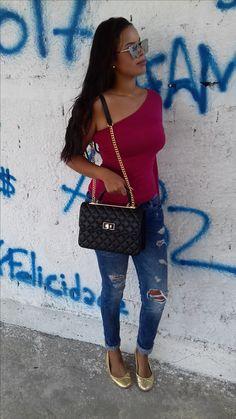Bolsa Paris da loja virtual Abollsa.com.br, com essa alça de corrente que está dominando o street wear e os looks de todas as fashionistas.