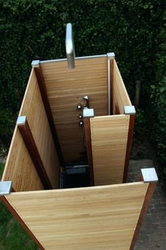 Duschschnecke in moderner Art – mit einer Außendusche von www.de… Shower screw in a modern way – with an outdoor shower from www.de/garden-shower the highlight in your garden Outdoor Shower Enclosure, Pool Shower, Garden Shower, Outdoor Toilet, Outdoor Baths, Outdoor Bathrooms, Outdoor Kitchens, Backyard Patio, Backyard Landscaping
