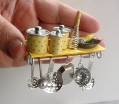 This photo is absolutely an impressive design theme. Miniature Kitchen, Miniature Crafts, Miniature Houses, Miniature Food, Miniature Dolls, Doll House Crafts, Doll Crafts, Diy Doll Miniatures, Diy Barbie Furniture
