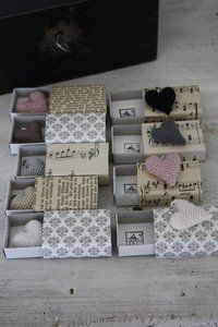 Matchboxes with crocheted hearts from andrella liebt herzen. Matchbox Crafts, Matchbox Art, Homemade Gifts, Diy Gifts, Diy Projects To Try, Craft Projects, Arts And Crafts, Paper Crafts, Little Boxes