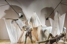 Mannequins de la collection Yoga pour les vitrines de Selfridges ~ The New Body Studio  | Cofrad Mannequins