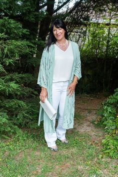 Block White and Mint Green Duster - #Chicanstylish #LINKUP | Mummabstylish Style Challenge, Fashion Challenge, Off White Coat, 50 And Fabulous, Grown Women, Floral Denim, Fashion Over 50, Stylish Outfits, Vintage Outfits