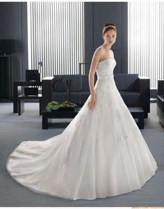 2015 A-linie Trägerlose Extravagante Brautkleider aus Softnetz mit Applikation