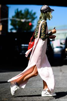 Spring Outfits Street Style That Make You Look Cool More 34 New Street Style, Street Style Trends, Spring Street Style, Cool Street Fashion, Street Style Women, Fashion Mode, New York Fashion, Urban Fashion, Style Fashion