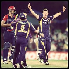 A dangerous @BrettLee_58 took 1-19 (4) & posted 13 (11) for the @KKRiders in the #CLT20 overnight