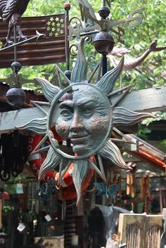 austin // texas // 6th street // fortney's: sun ornament - full face profile