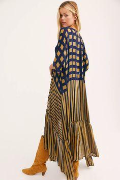 Boho Outfits, Dress Outfits, Big Dresses, Kimono Coat, Long Kimono, Kimono Fashion, Abaya Fashion, Bohemian Style, Bohemian Fashion