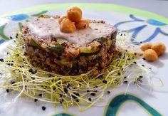 Quinoa con zucchine, germogli si porro e crema di nocciole per la ricetta:http://www.frittomistoblog.it/2014/11/quinoa-con-zucchine-germogli-si-porro-e.html