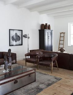 How To Decorate Sexy Masculine Interior? When it comes to designing a masculine interior for a home, the same rules apply. Whilst the glib answer may well be that the prime rule for male interior deco Manly Living Room, Masculine Living Rooms, Masculine Room, Masculine Interior, Living Room Decor, Masculine Style, Le Living, Home And Living, Living Spaces