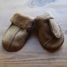 Kid's 100% sheepskin mittens with soft lining. Available now at www.curiosityinteriors.co.uk