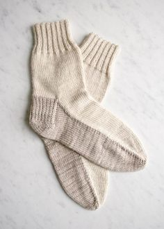 Seamed Socks - free pattern for an old-fashioned flat-knit sock - great for beginners