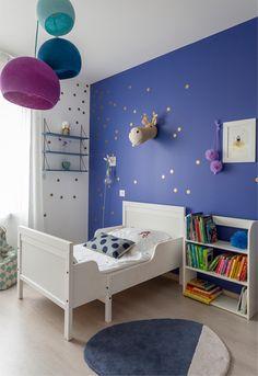 Coin nuit de la chambre bleu indigo réalisée par Delphine Guyart Design
