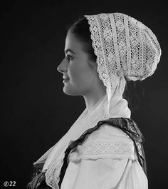 Čepiec z oblasti Turca: Woman in folk costume from Turiec in Slovakia Folklore, European Costumes, Modern India, Scandinavian Folk Art, Ethnic Outfits, Folk Embroidery, Folk Costume, My Heritage, People Of The World