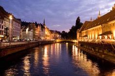Straßburg im schönen Elsass zur Abenddämmerung
