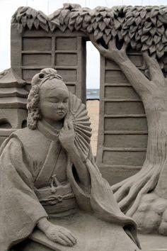 * Escultura da areia por Eva