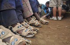 Une chaussure durable pour les 300 millions d'enfants pieds nus : http://www.efficycle.fr/une-chaussure-durable-pour-les-300-millions-denfants-pieds-nus/
