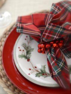 Holly and plaid. So pretty! Tartan Christmas, Cottage Christmas, Retro Christmas, Christmas Colors, All Things Christmas, Christmas Home, Christmas Holidays, Christmas Ideas, Victorian Christmas