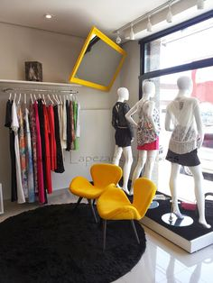 Projeto Boutique de Roupas Femininas Boutique Shop Interior, Clothing Store Interior, Boutique Interior Design, Boutique Decor, Fashion Retail Interior, Fashion Showroom, Boutique Dresses, Boutique Clothing, Fashion Boutique