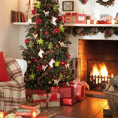 Christmas living room | Christmas | Christmas decorating ideas | Tesco | image | Roomenvy