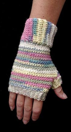 Crocheted fingerless gloves,and there's a free pattern!!