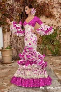 Home Decorating Ideas Kitchen and room Designs Spanish Dress, Spanish Dancer, Spanish Style, Dance Fashion, Fashion Show, Gypsy Women, Spanish Fashion, Mexican Dresses, Frou Frou