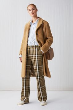 Best Outfits For Women Over 50 - Fashion Trends High Street Fashion, Over 50 Womens Fashion, Fashion Over 50, Fashion Women, Mantel Outfit, Outfit Zusammenstellen, Winter Mode, Winter Trends, Petite Fashion