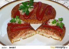 "Topinka ""speciál"" (měkký salám,tvrdý sýr) Czech Recipes, Russian Recipes, Ethnic Recipes, Snack Recipes, Snacks, Bruschetta, Meatloaf, Hamburger, French Toast"