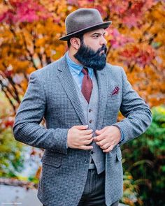 A bardleycorn weave creates a studious aesthetic that adds a hip feel to slim fitting suits. Formal Men Outfit, Designer Ties, Knit Tie, Tie Styles, Aesthetic Clothes, Preppy, Weave, 18th, Suit Jacket