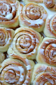 My all time FAVORITE recipe for cinnamon rolls! Once you try these you'll never go to another recipe! They're so tender and fluffy and perfectly chewy, and they're brimming with sweet cinnamon brown sugar flavor. Better than Cinnabon! Cinnabon Cinnamon Rolls, Best Cinnamon Rolls, Bread Machine Cinnamon Rolls, Homemade Cinnamon Rolls, Pioneer Woman Cinnamon Rolls, Cinammon Rolls, Homemade Yeast Rolls, Overnight Cinnamon Rolls, Cinnamon Roll Icing