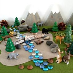 Get inspired to set up a woodland small world and let children play out their own favourite woodland themed storylines. Diy For Kids, Crafts For Kids, Tuff Tray, Small World Play, Natural Playground, Play Centre, Sensory Play, Toddler Sensory Bins, Dramatic Play