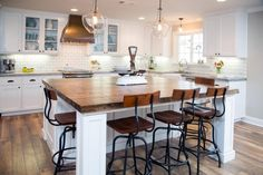 06 Awesome Farmhouse Kitchen Island Decor and Design Ideas Home Kitchens, White Kitchen Remodeling, Kitchen Remodel, Kitchen Design, Kitchen Inspirations, Kitchen Island Decor, New Kitchen, Kitchen Redo, Modern Farmhouse Kitchens
