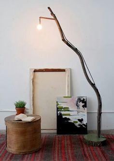 Lámpara de pie hecha con tronco de un árbol. #DIY#
