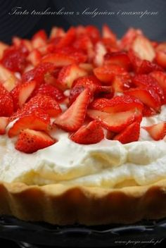 Truskawkowa tarta z mascarpone (Strawberry Tart with Mascarpone - recipe in Polish) My Favorite Food, Favorite Recipes, Mascarpone Recipes, Strawberry Tart, Cake & Co, Polish Recipes, Sweet Tarts, Pavlova, Cake Recipes