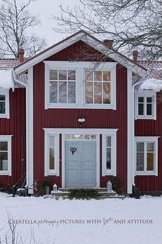I Lilla Kamomillas Villa: Vintervackert House Siding, House Paint Exterior, House Doors, Exterior House Colors, Exterior Design, Red House Exteriors, Red Houses, Red Cottage, Swedish House