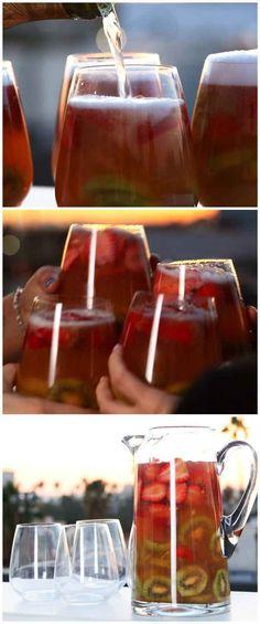 Sparkling Strawberry Kiwi Sangria #beachweekend #juiceboxfree
