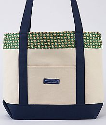Vineyard Vines Baylor tote. Why am I not going to Baylor? aaaaahhhh they need to make an HBU tote immediately.