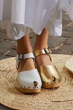 Ugly Shoes, Fab Shoes, Women's Shoes, Runway Shoes, Fashion Shoes, Milan Fashion, Summer Shoes, Pumps Heels, Shoe Boots