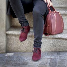 Bringt Farbe in den grauen November🍂 Schuh und Handtasche bei uns erhältlich! (Schuh: ASD52410   CHF 198 ) (Tasche: LDM324   CHF229) Men Dress, Dress Shoes, Loafers Men, November, Oxford Shoes, Stuff To Buy, Fashion, Fall 2016, Handbags