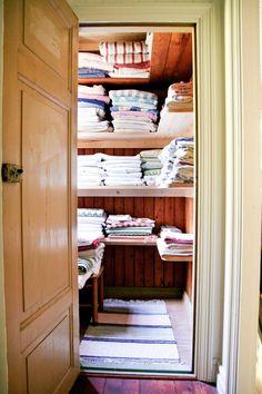 I linneförrådet får alla lakan och handdukar plats.