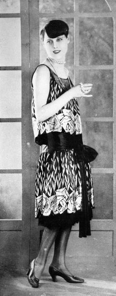 Evening gown by Magdeleine des Hayes, Les Modes January 1927. Photo by Rahma.