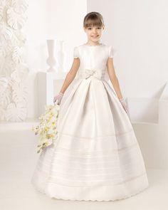 Todavía no hemos salido del año 2017 y ya estamos pensando en los vestidos de comunión 2017. El motivo es obvio, comienza un nuevo curso escolar y tenemos