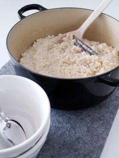 Risgrynsgröt i ugn. Rice porridge made in oven. Rice Porridge, Feta, Vegetarian Recipes, Grains, Oven, Dessert Recipes, Ovens, Desert Recipes, Seeds