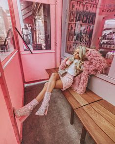 The pink color has always been seen as girly and overly feminine, and that's why, in the fashion world, it … Pink Outfits, Cute Outfits, Stylish Outfits, Olivia Rink, Image Deco, Mode Rose, Club Outfits For Women, Girly, Feminine Style