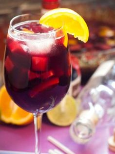 Sangria Well - Suited For Stifling Summer Days - Useful Articles Moscato Sangria, Sangria Punch, Sangria Cocktail, Mojito, Sangria Wedding, Bar Drinks, Yummy Drinks, Alcoholic Drinks, Beverage