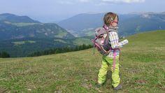 Hier findest du alles, was du zum Thema wandern mit Kindern wissen mußt und außerdem über 100 kindgerechte Tourenvorschläge auf einer großen Karte!