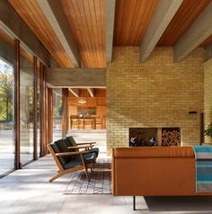 Ahm House, a modernist home built by Danish architect Jørn Utzon in Hertfordshire, England, has been renovated by architecture studio Coppin Dockray. Mid-century Interior, Interior Architecture, Interior Design, Design Interiors, Shop Interiors, Interior Colors, Mid Century House, Home And Deco, Home Remodeling