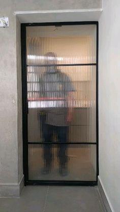 Serralheria - Sliding iron and glass door for room divisions. Door Gate Design, Sliding Door Design, Door Design Interior, Home Room Design, Dream Home Design, House Front Design, Roof Design, Modern House Design, Living Room Partition Design