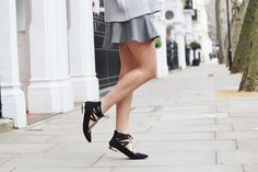 Gorgeous lace up shoes with gold detailing. Peexo personal style.
