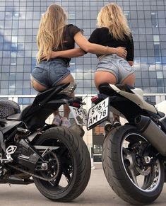 Sexy #motorbikes #bikerbabes Motorbike Girl, Scooter Motorcycle, Biker Chick, Biker Girl, Motard Sexy, Bmw Autos, Mode Top, Hot Bikes, Super Bikes