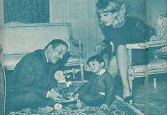 Emad Hamdi, Nadia el Gendy and their son Arab Actress, Egyptian Actress, Arab Celebrities, Old Egypt, Cairo, Vintage Photos, Actors & Actresses, Nostalgia, The Past